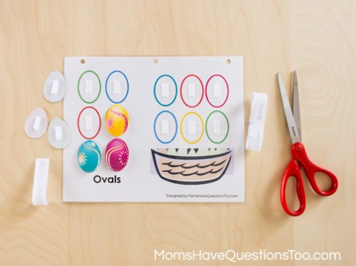 Free printable shape quiet book from Moms Have Questions Too - A great way for children to start learning shapes!