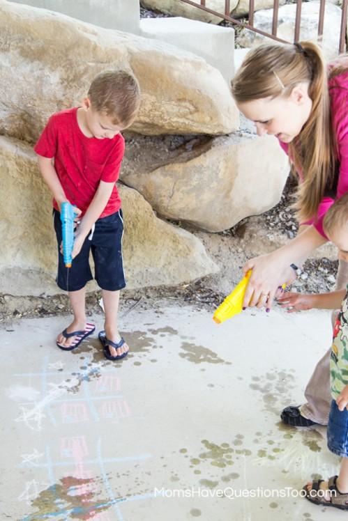Erasing Chalk Tic Tac Toe - 4th of July Games - www.momshavequestionstoo.com
