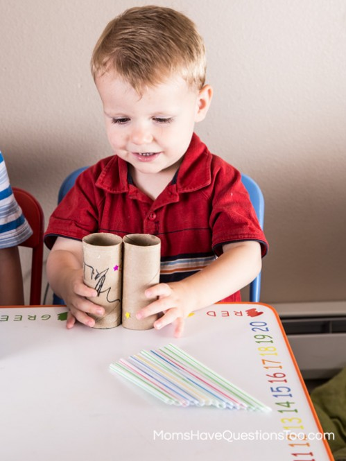 Toilet paper tube sticks - Toddler Music Activity - Homemade Instruments - momshavequestinostoo.com