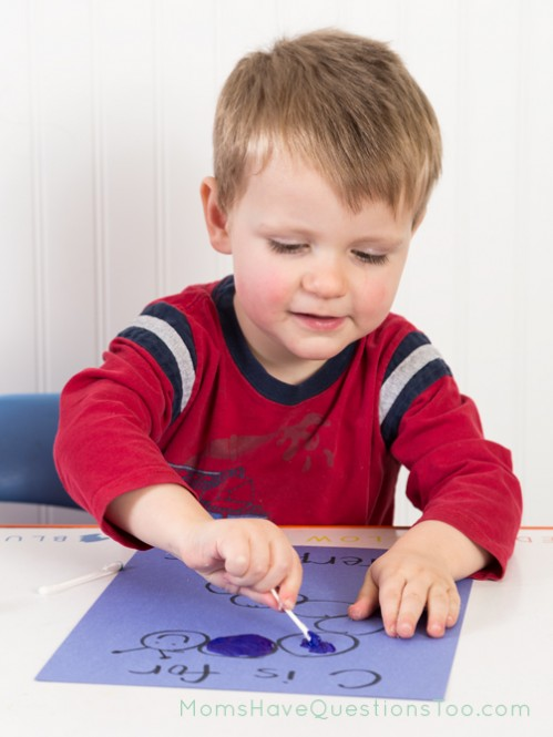 Q-tip painting in toddler curriculum - Moms Have Questions Too